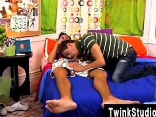 Amazing Twinks He Asks Him For A Manmeat But Brendan Is Playing Rock Hard