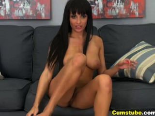 Hot Babe Toys Her Pussy On Cam