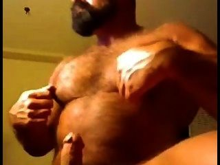 Muscular Daddy Bear On Cam